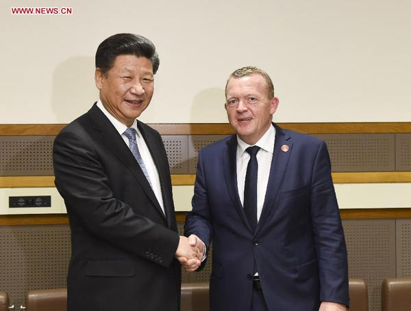 Chinese President Xi Jinping (L) meets with Danish Prime Minister Lars Rasmussen in New York, the United States, Sept. 28, 2015. (Xinhua/Li Xueren)