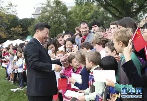 ▲9月25日,中国国家主席习近平在华盛顿白宫南草坪出席美国总统奥巴马举行的欢迎仪式。