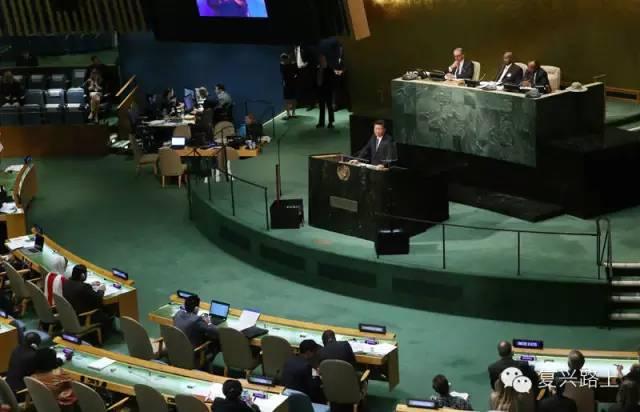 9月26日,国家主席习近平在纽约联合国总部出席联合国发展峰会并发表题为《谋共同永续发展做合作共赢伙伴》的重要讲话。