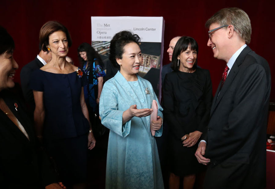 "Chinese first lady, Peng Liyuan, revisits Lincoln Center for the Performing Arts after ten years on September 28, 2015 in New York, talking with her new and old friends about the achievements on Sino-US cultural exchanges. She said during the reunion that passion for music kept her old friends young. Madame Peng performed Chinese opera, ""The Ballad of Mullan"" in the Lincoln Center back in 2005. [Photo: Xinhua]"