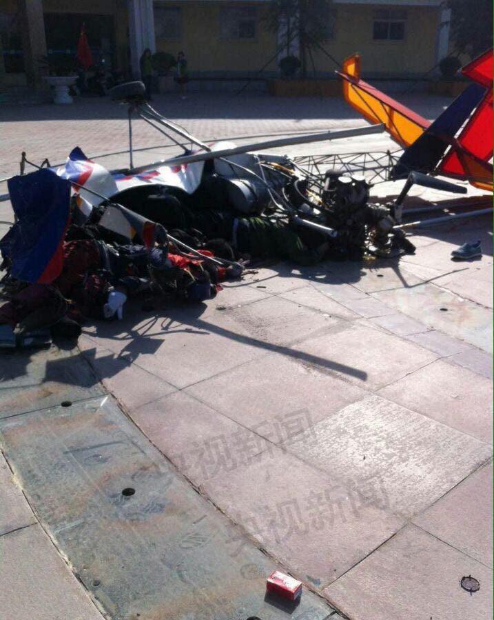 景区滑翔机坠落致5人受伤蚍蜉