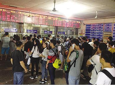 株洲火车站:长假第一天客流比往常多5成   昨天,株洲火车站高清图片
