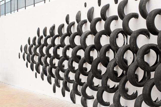 废旧轮胎创作的街头艺术
