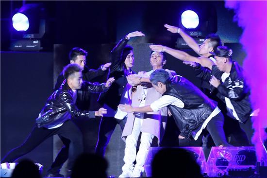 2018亚洲音乐节明星_陈伟霆亚洲音乐节展巨星魅力 劲歌热舞掀中国飓风