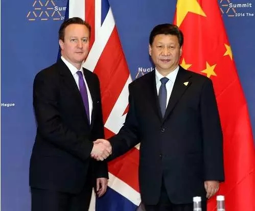 2014年3月25日,中国国家主席习近平在荷兰会晤英国首相卡梅伦。(资料图)