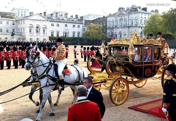 ملكة بريطانيا تقيم مراسم ترحيب على شرف الرئيس الصيني