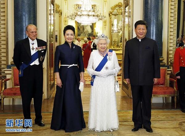 الملكة إليزابيث الثانية تقيم مأدبة فاخرة على شرف الرئيس شي جين بينغ
