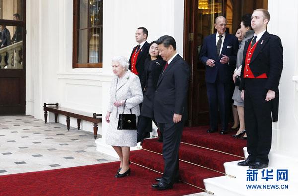 Le président chinois dit au revoir à la reine d