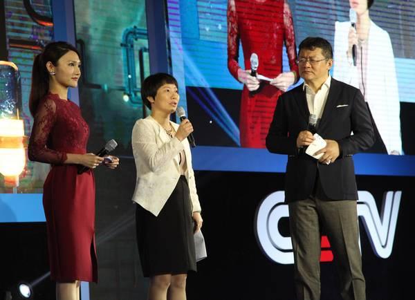中央电视台新闻中心策划部主任余伟利(中)分享2016的央视新闻新期待