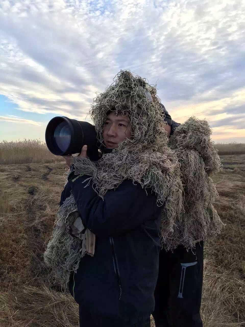 鹤类机警-为了不惊扰到迁徙的鸟儿们-工作人员必须隐蔽在栖息地点附近拍摄