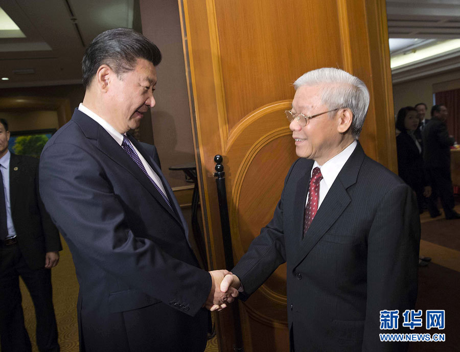 Chinese President Xi Jinping (L) meets with General Secretary of the Communist Party of Vietnam Central Committee Nguyen Phu Trong in Hanoi, Vietnam, Nov. 6, 2015.