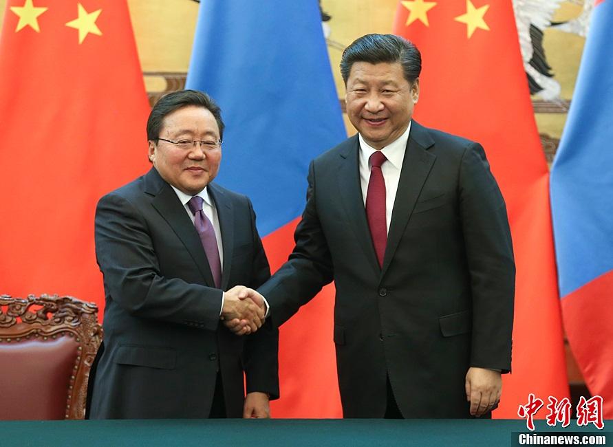 الرئيس الصيني شي جين بينغ يجري محادثات مع الرئيس المنغولي