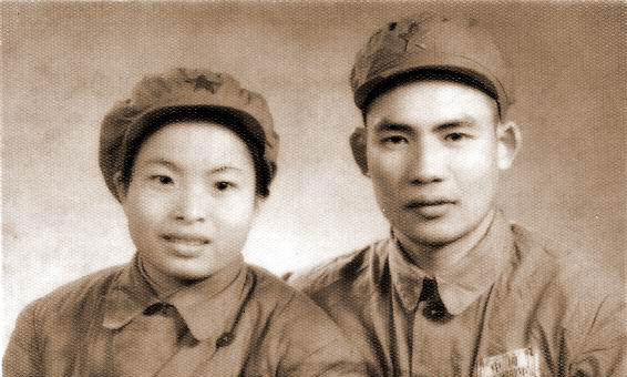 父亲古兴与母亲杨碧群合照