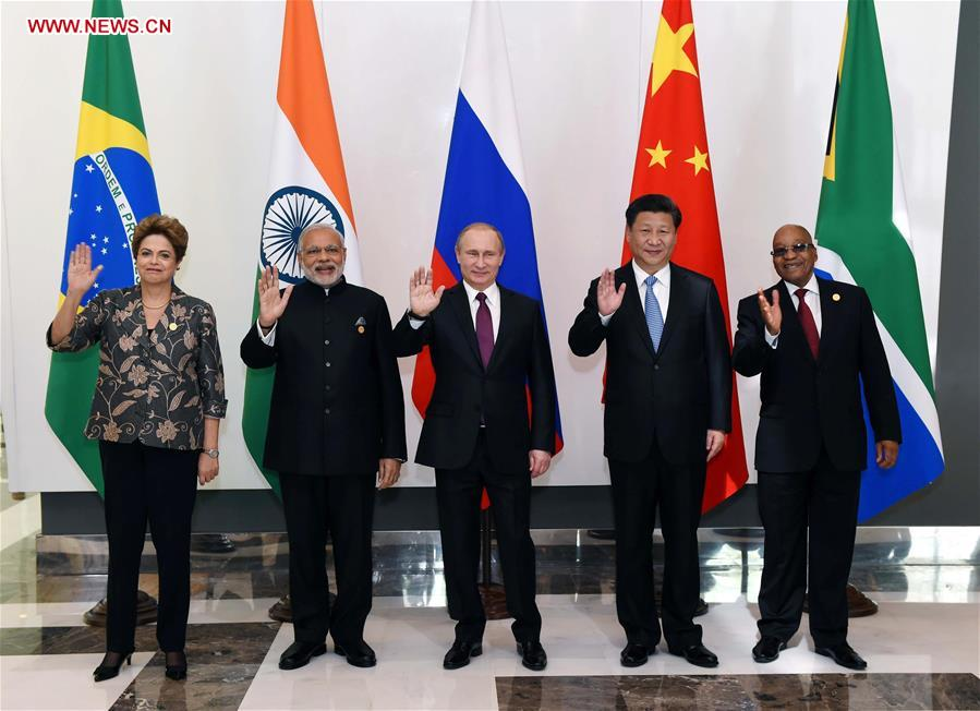 BRICS leaders Chinese President Xi Jinping, Russian President Vladimir Putin, Indian Prime Minister Narendra Modi, South African President Jacob Zuma and Brazilian President Dilma Rousseff pose for photos in Antalya, Turkey, Nov. 15, 2015. (Xinhua/Rao Aimin)