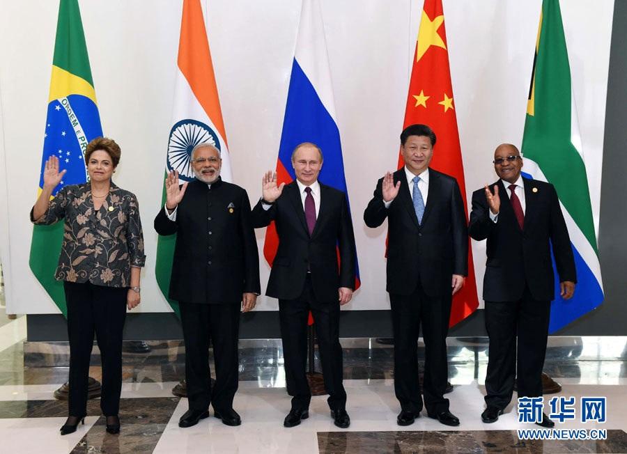التقى الرئيس شي مع قادة دول البريكس على هامش القمة