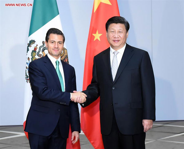 Chinese President Xi Jinping (R) meets with Mexican President Enrique Pena Nieto in Antalya, Turkey, Nov. 16, 2015. (Xinhua/Zhang Duo)