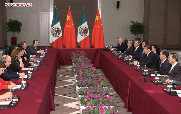 Chinese President Xi Jinping (3rd R) meets with Mexican President Enrique Pena Nieto in Antalya, Turkey, Nov. 16, 2015. (Xinhua/Ma Zhancheng)