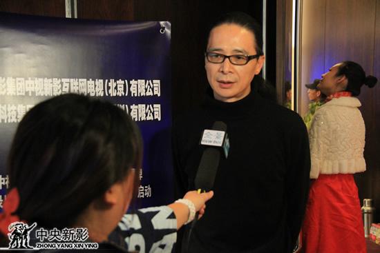 纪录片《移动互联网时代》导演逄泽沐风接受记者采访