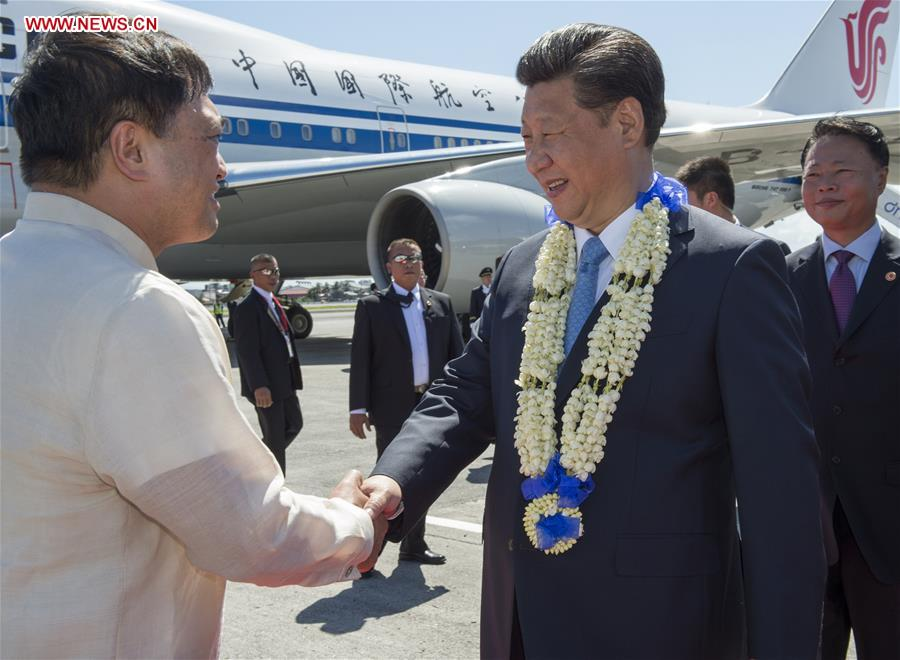 Chinese President Xi Jinping (R Front) arrives in Manila, Philippines, Nov. 17, 2015 for the 23rd APEC economic leaders