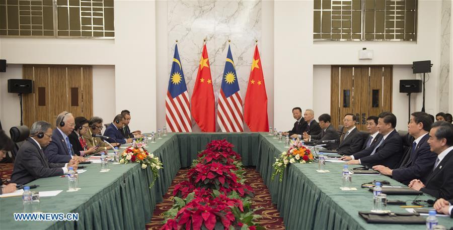 Chinese President Xi Jinping meets with Malaysian Prime Minister Najib Razak in Manila, the Philippines, Nov. 17, 2015. (Xinhua/Xie Huanchi)