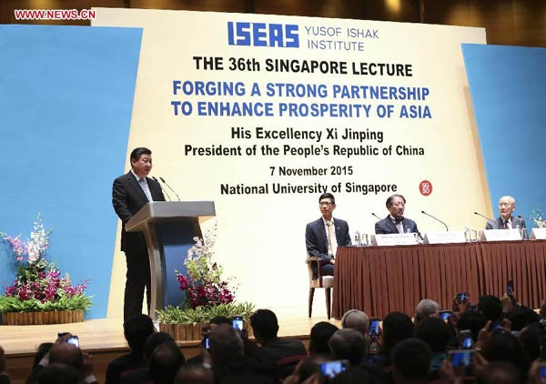 Chinese President Xi Jinping (1st L) delivers a speech at the National University of Singapore in Singapore, Nov. 7, 2015. (Xinhua/Lan Hongguang)