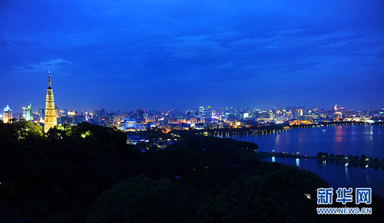 Night scenery of Hangzhou, east China