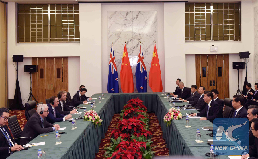Chinese President Xi Jinping (4th R) meets with New Zealand