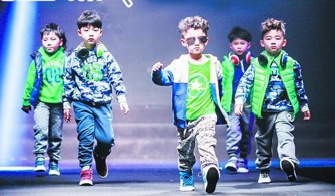 国际时尚生活博览会现场将上演潮童时装秀。