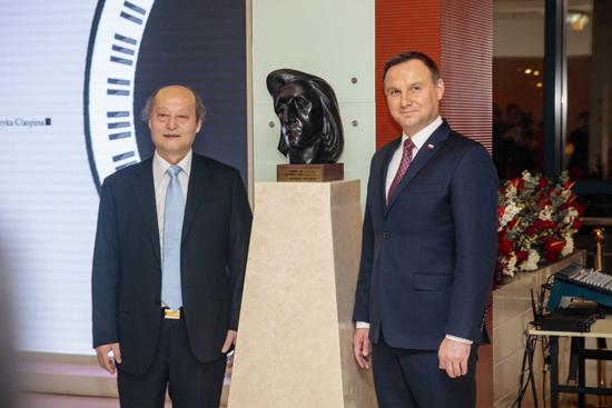 波兰总统向北京音乐厅赠送肖邦雕像
