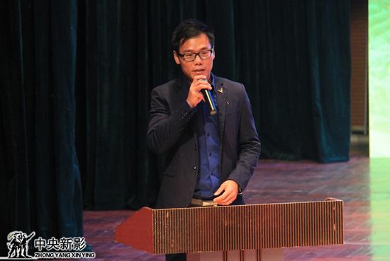 临沧市本土微电影企业爵翼映画文化传媒董事长周爵骜在介绍创作经验