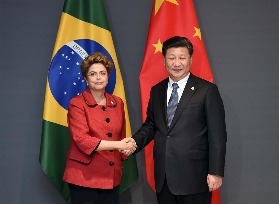 Chinese President Xi Jinping (R) meets with Brazilian President Dilma Rousseff in Paris, France, Nov. 30, 2015. (Xinhua/Zhang Duo)