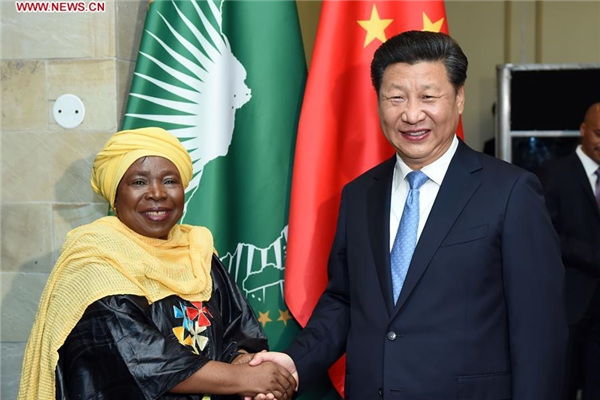 Chinese President Xi Jinping (R) meets with African Union Commission (AUC) Chairperson Nkosazana Dlamini-Zuma in Pretoria, South Africa, Dec. 3, 2015. (Xinhua/Zhang Duo)