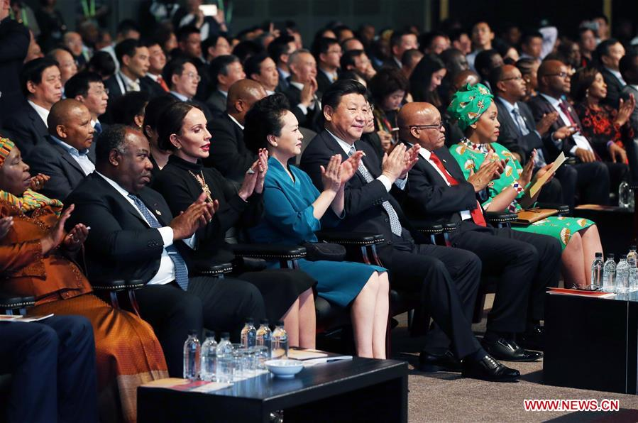 Chinese President Xi Jinping (5th L, front) and his wife Peng Liyuan (4th L, front) watch the closing ceremony performance of the Year of China, in Johannesburg, South Africa, Dec. 4, 2015. (Xinhua/Yao Dawei)