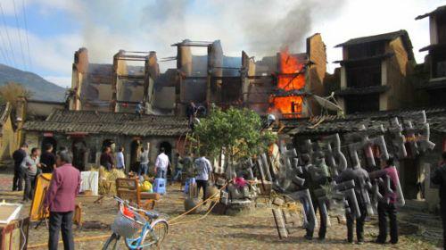 被烧毁的房子,已是断壁残垣(芦溪镇政府供图)