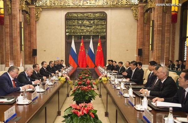 الرئيس الصيني يلتقي رئيس الوزراء الروسي
