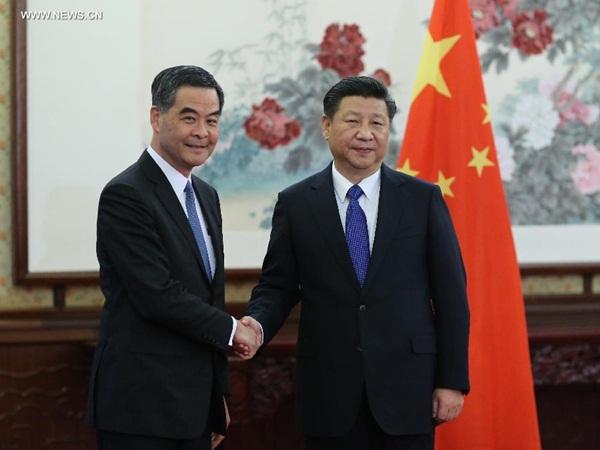 اجتماع الرئيس شى جين بينغ مع الرئيس التنفيذى لمنطقة هونغ كونغ الادارية الخاصة ليونغ تشون- يينغ