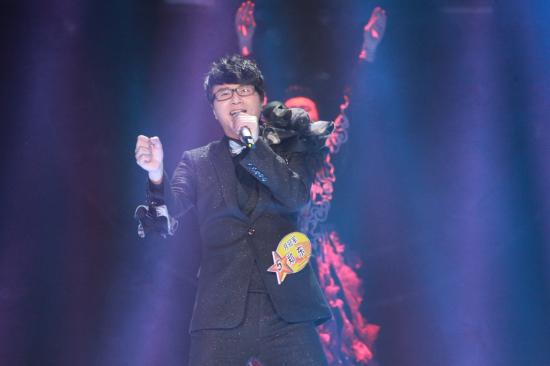 郑东(男广东)              郑东在多年前曾是个不知名的小歌手,心中