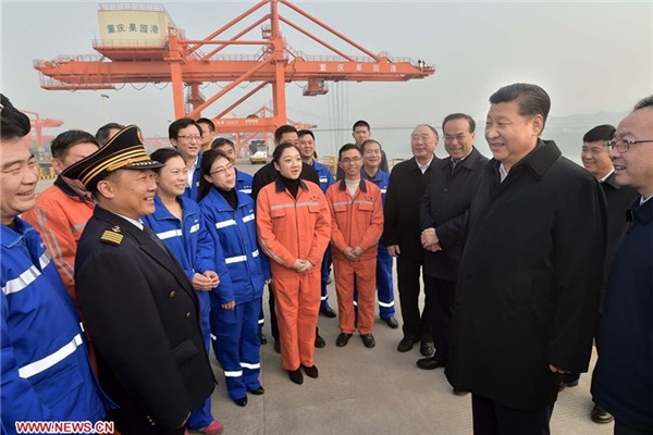 CHONGQING, Jan. 6, 2016 (Xinhua) -- Chinese President Xi Jinping (2nd R F) talks with workers during his visit to Guoyuan Port in southwest China