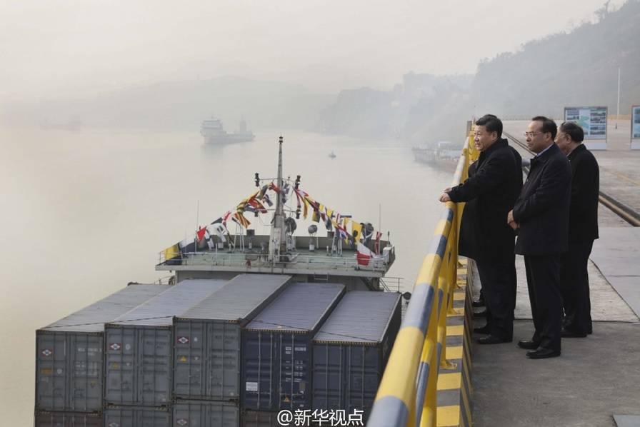 2016年1月4日下午,习近平来到重庆果园港考察。