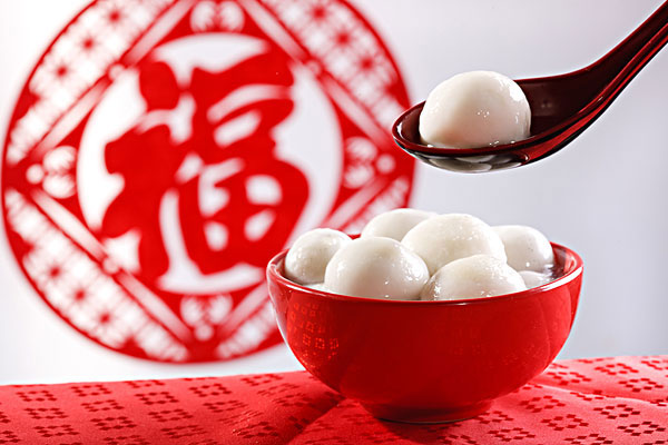 Tangyuan symbolizes family unity, completeness and happiness.