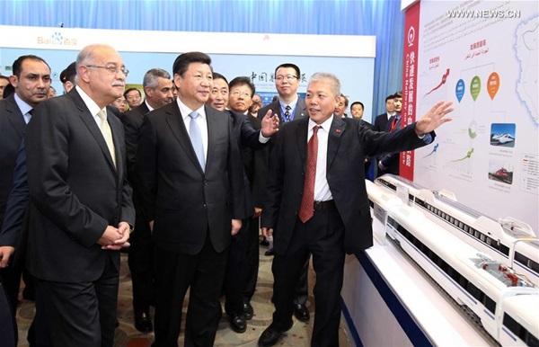 زار شي وإسماعيل معرضا للعلوم والتكنولوجيا الصينية بمشاركة 15 شركة صينية