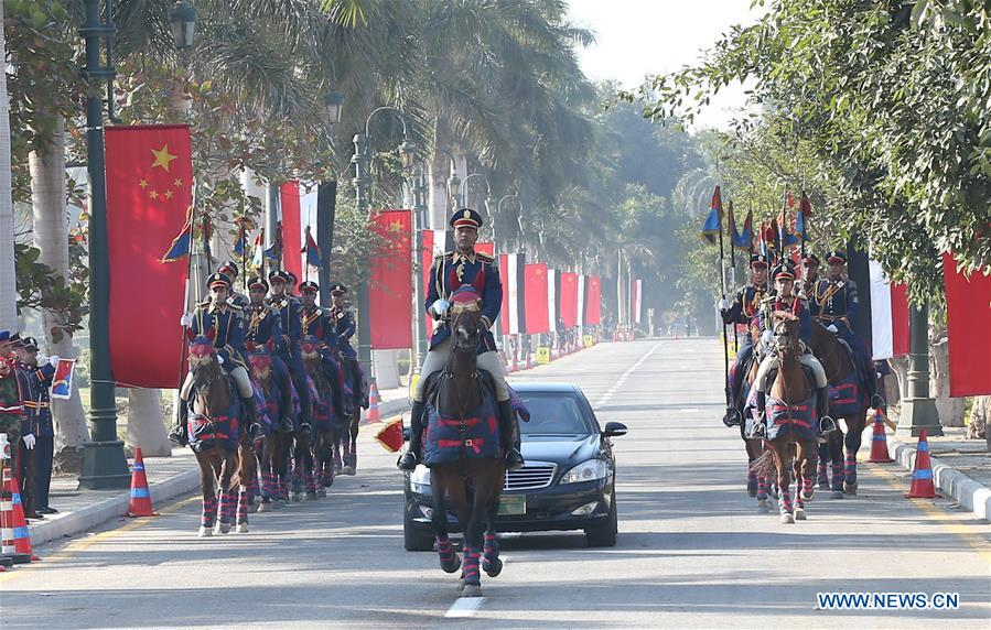 CAIRO, Jan. 21, 2016 (Xinhua) -- Chinese President Xi Jinping arrives at Quba Palace escorted by cavalry in Cairo, Egypt, Jan. 21, 2016. Egyptian President Abdel-Fattah al-Sisi held a grand welcome ceremony for Xi outside the historic Quba Palace Thursday. (Xinhua/Pang Xinglei)