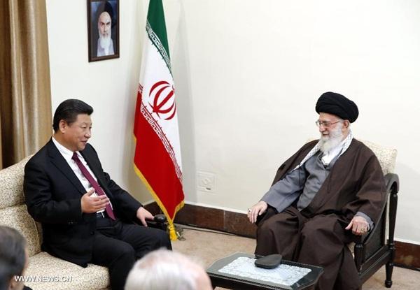 اجتمع الرئيس الصيني شي جين بينغ مع المرشد الاعلى الايراني علي خامنئي