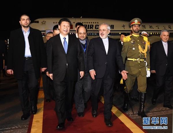 وصل الرئيس الصيني شي جين بينغ ليلة الجمعة فى زيارة دولة الى ايران