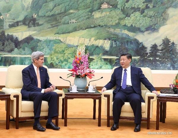 عقد الرئيس الصيني شي جين بينغ اجتماعا مع وزير الخارجية الأمريكي الزائر جون كيري