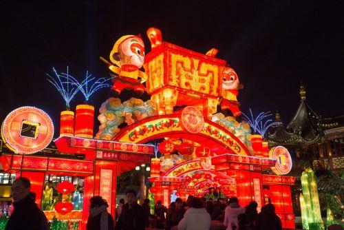 Le jardin de yuyuan accueille un oc an de lanternes cctv for Le jardin yuyuan