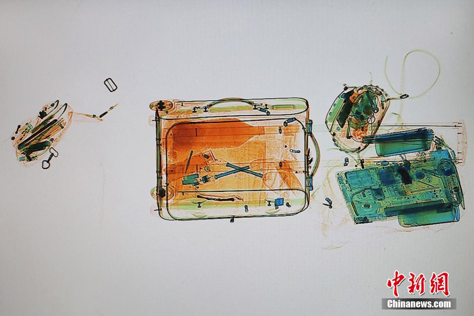 Galerie : les bagages du grand rush du Nouvel An passés aux rayons X