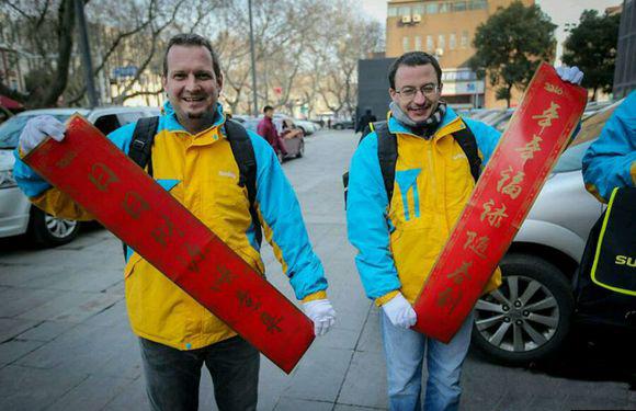 Компании экспресс-доставки в Шанхае начали брать на работу иностранцев