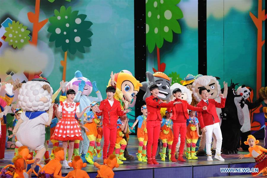 BEIJING, Feb. 6, 2016 (Xinhua) -- Undated file photo shows actors performing during a rehearsal of China Central Television (CCTV) 2016 Lunar New Year Gala, in Beijing, capital of China. (Xinhua)