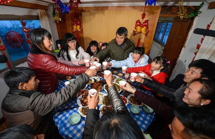 Рыбаки с озера Tайху начнут год Обезьяны с новоселья